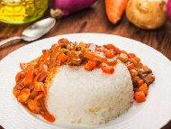 Паприкаш с телешко месо и печени червени чушки (яхния)